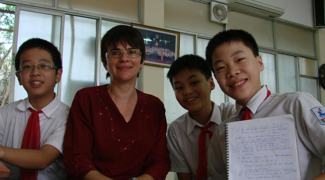 Young students take a photo with the Projects Abroad volunteer gaining teaching work experience in Vietnam
